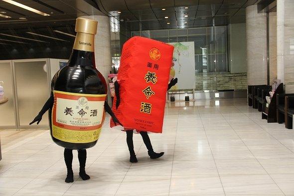 養命酒の瓶くん(左)と養命酒の箱さん(右)(写真はすべてJタウンネット編集部撮影)