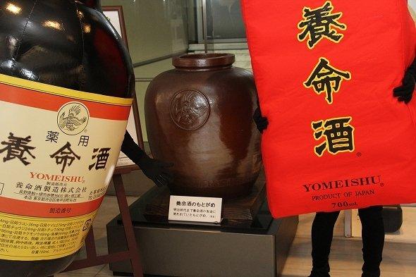 明治時代まで養命酒の製造に使われていた「もとがめ」(複製)