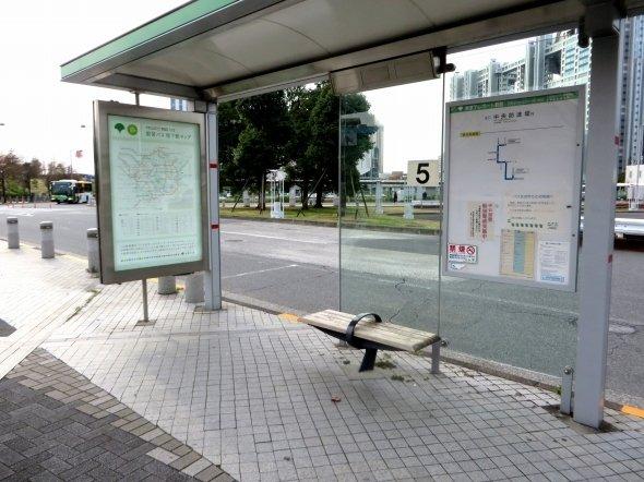 東京テレポート駅前のバス停