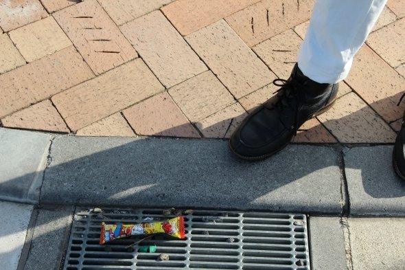まったく本筋とは関係ないのだけど、富士見橋の近くになぜかうまい棒が1つだけ落ちていて、うっかり踏んでしまった