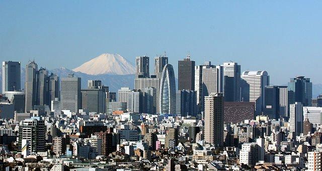 ぶらいおんさんが生まれた町は、現在西新宿のオフィス街だ(Morioさん撮影、Wikimedia Commonsより)