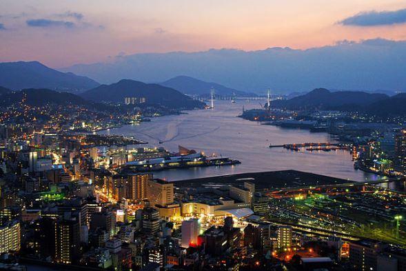 長崎市街(663highlandさん撮影、Wikimedia Commonsより)