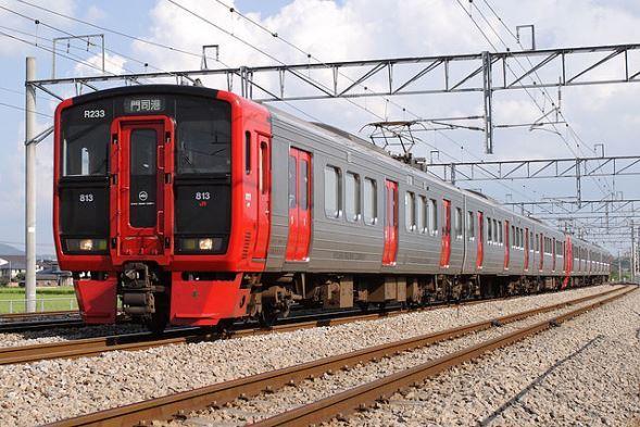 JR九州 813系電車(Amayaganさん撮影、Wikimedia Commonsより)