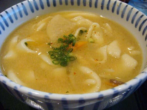 大分のだんご汁(OitaKiseichuさん撮影、Wikimedia Commonsより)