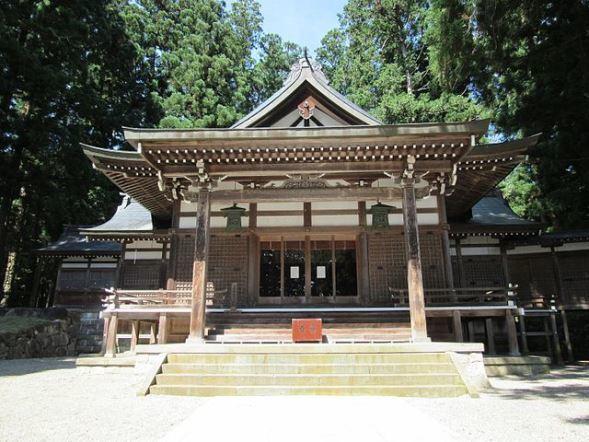 飛騨市・気多若宮神社(Opqrさん撮影、Wikimedia Commonsより)