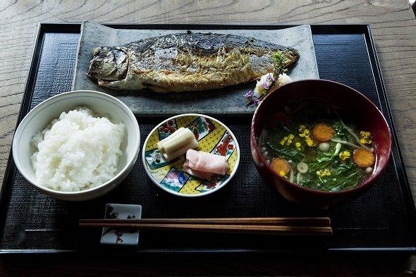 「なのに。」の鯖の塩焼定食