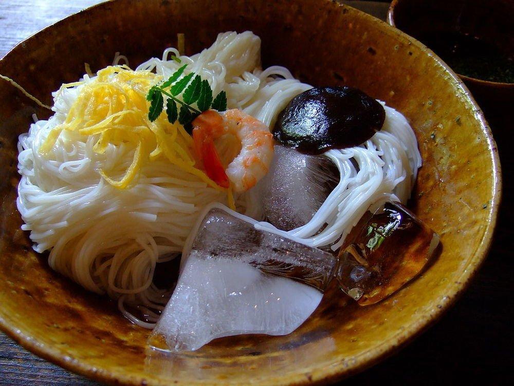三輪そうめん(ちぃこさん撮影、Wikimedia Commonsから)