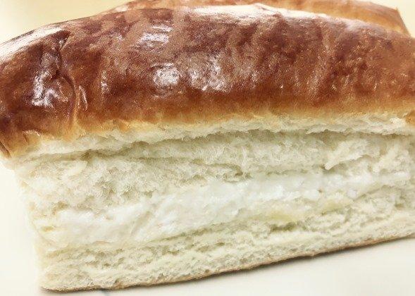 牛乳パンはふわふわで優しい食感だった
