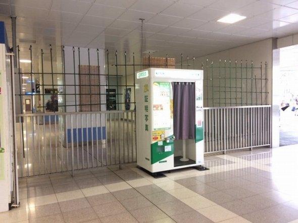 太田駅改札横の「工作物」(写真は以下、あかいわ@AKAIWA8095Dさん提供)