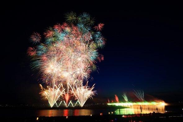 長岡まつり大花火大会のスターマイン(写真は2016年撮影)