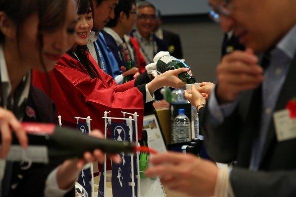 世界が認めた23種の日本酒を飲み比べ! 日本橋でIWC2017の試飲会開催