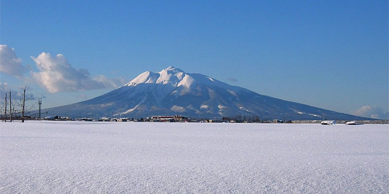 岩木山(ak15さん撮影、Wikimedia Commonsより)