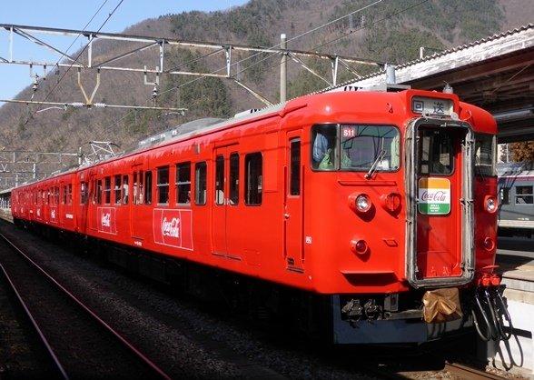 しなの鉄道「コカ・コーララッピング電車」(画像提供:しなの鉄道)