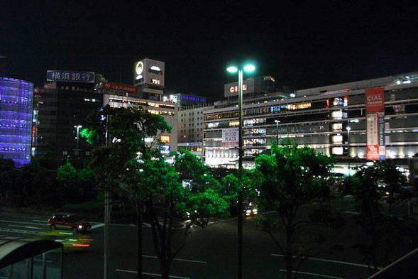 横浜駅西口(Woinaryさん撮影、Wikimedia Commonsより)