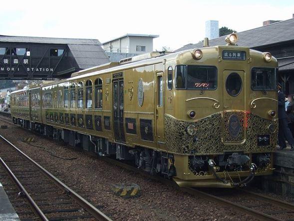 JR九州「或る列車」(Muyoさん撮影、Wikimedia Commonsより)