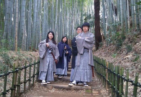 羽織袴でサムライ気分を味わう外国人留学生たち(画像提供:佐倉市産業振興課)