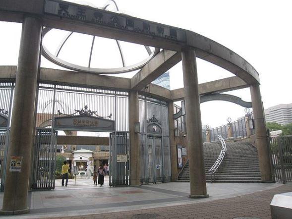 天王寺動物園(iloverjoaさん撮影、Wikimedia Commonsより)