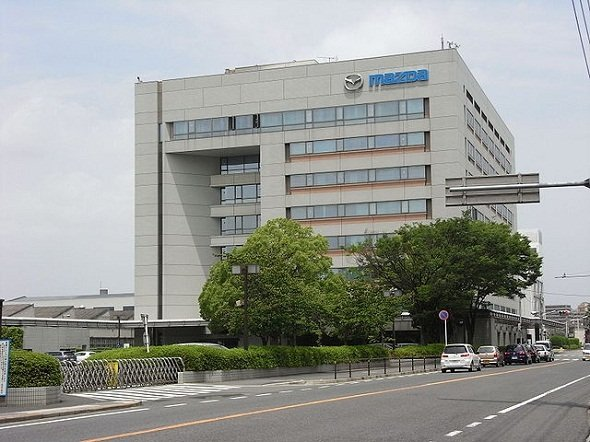 広島と言えばやっぱりマツダですよね(Taisyoさん撮影, Wikimedia Commonsより)