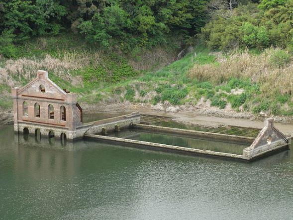 曽木発電所遺構(河川一等兵さん撮影、Wikimedia Commonsより)
