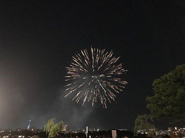 西日本大濠花火大会2018(そらみみさん撮影、Wikimedia Commonsより)