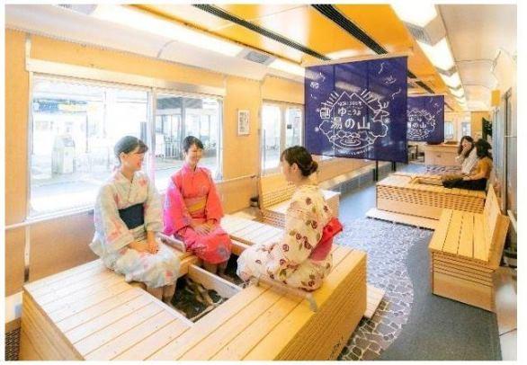 足湯列車の車内イメージ(画像はプレスリリースより)