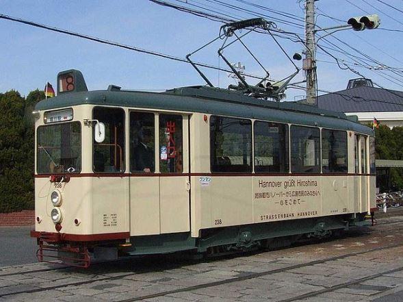 広島電鉄200形電車(あみでんさん撮影、Wikimedia Commonsより)