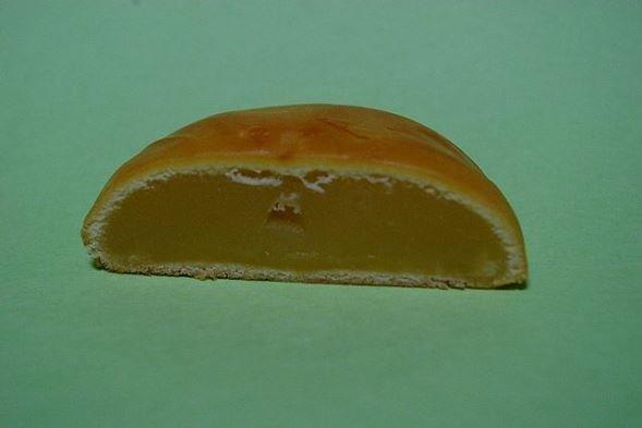博多通りもん切断面(火国男児さん撮影、Wikimedia Commonsより)