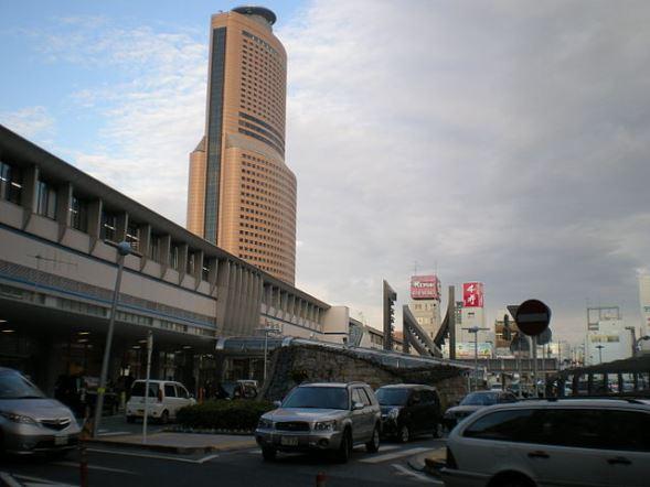 浜松駅南口(kcomiidaさん撮影、Wikimedia Commonsより)