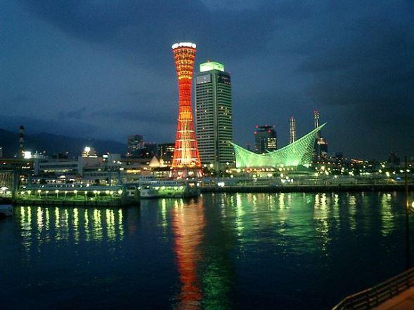 神戸ポートタワー(Tomomarusanさん撮影、Wikipedia Commonsより)