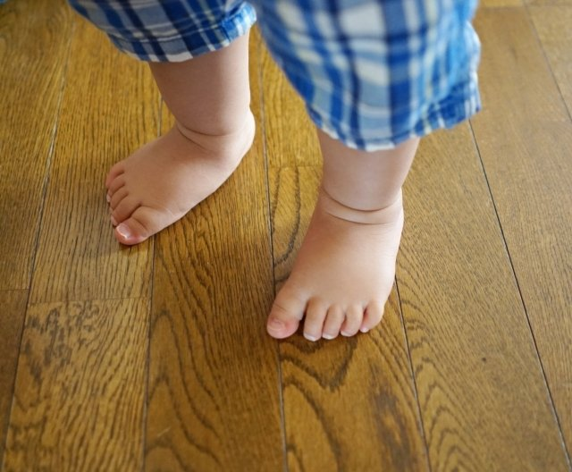 子どもの足音も騒音に(画像はイメージ)