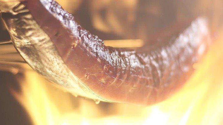 炙られるカツオ(画像はプレスリリースより)