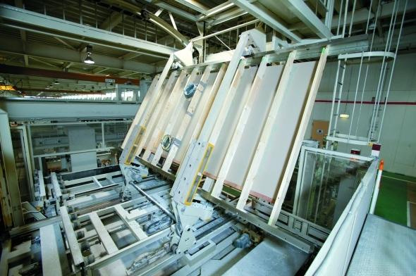 天井フレームは、機械で反転しながら作業するため、作業に無理がない