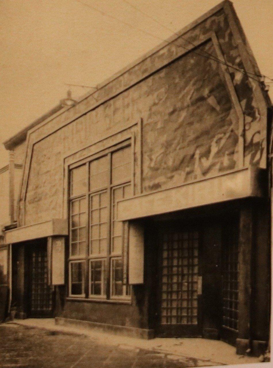 当時のバラック建築「カフェー・キリン」。仮設とは思えないほどのクオリティだ