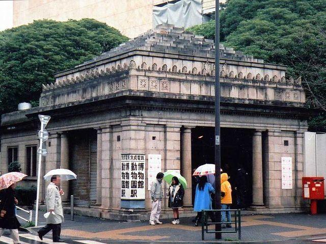 博物館動物園駅(画像はWikimedia Commonsより、撮影者:Cassiopeia sweetさん)