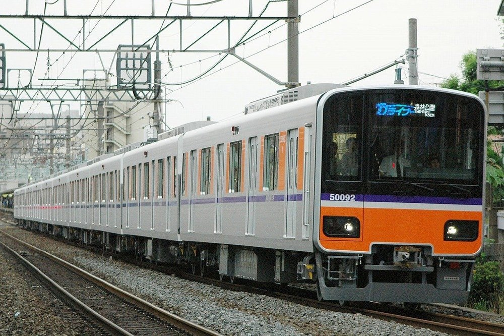 東武鉄道のTJライナー(Sui-setzさん撮影、wikimedia commonsより)