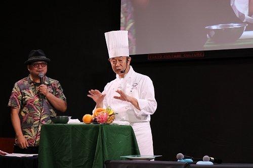 タカノフルーツパーラー・森山登美男さんによるカッティング実演講座