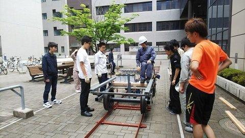 製作の様子(徳島大学阿波電鉄プロジェクト提供。以下同)