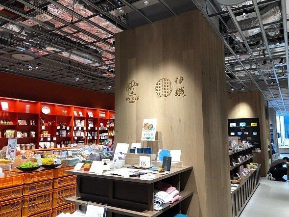 今治タオルを販売するタオル店「伊織」も併設されている(2018年7月記者撮影)