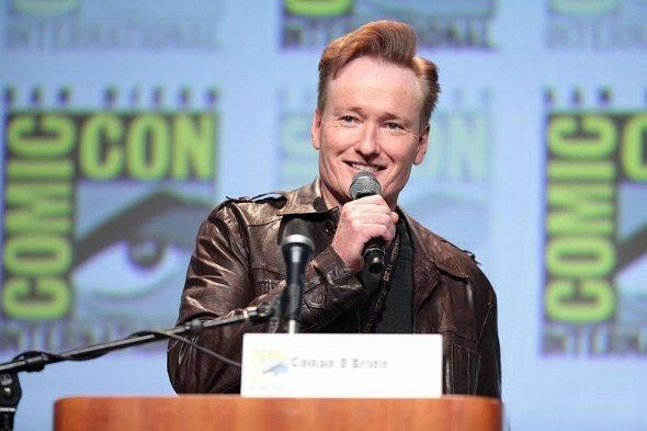 長年TV界で活躍し、各国で人気者のコナン・オブライエン氏(Gage Skidmoreさん撮影、wikimedia commonsより)