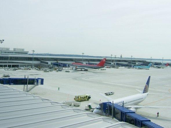 名古屋、東海への玄関口となる空港(Gnsinさん撮影、Wikimedia Commonsより)