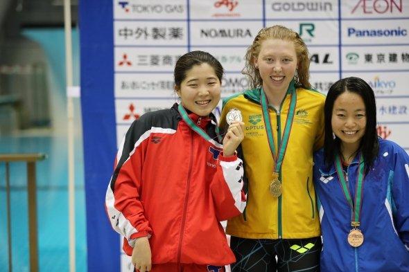 同大会で水上選手、見事銀メダル! 金メダリスト、銅メダリストと共に表彰 写真提供・清水一二