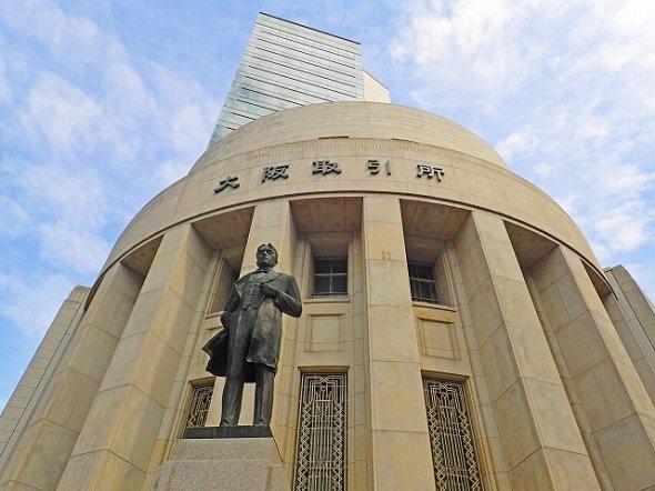 大阪取引所前の五代友厚公像