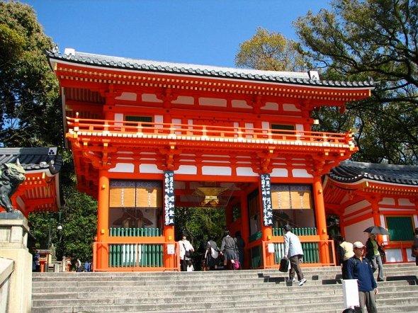 写真は八坂神社(Bernard Gagnonさん撮影、WikimediaCommonsより)