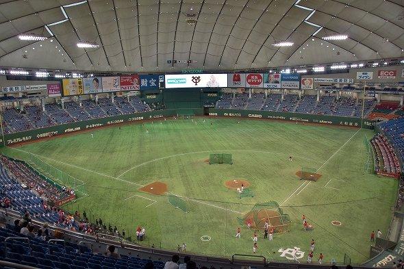 読売ジャイアンツの本拠地・東京ドーム(Wikimedia Commonsより、賀正さん撮影)