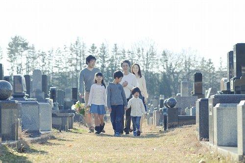 終活ニーズが高まり、近場にお墓を引っ越しする人も
