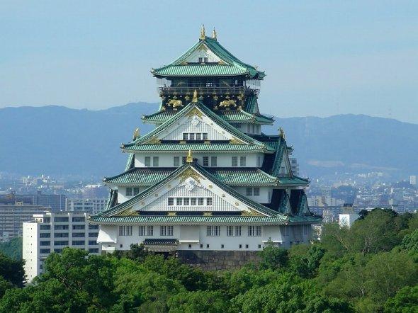 大阪観光の定番?大阪城(JKT-cさん撮影、Wikimedia Commonsより)