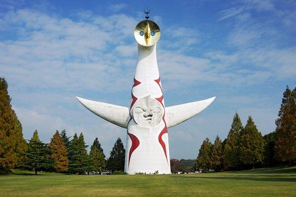 万博記念公園に今も残る、巨大なモニュメント(663highlandさん撮影、Wikimedia Commonsより)