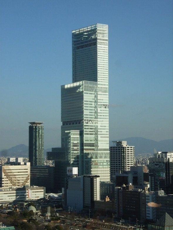 2014年に完成し、横浜のランドマークタワーを抜いて日本一の超高層ビルに(Starbacksさん撮影、Wikimedia Commonsより)