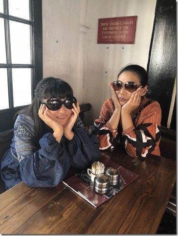 NK LOVEの理事長であり、アパレル企業の代表でもある加古理惠さん(右)と、娘の櫻さん。