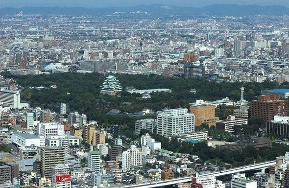 名古屋城と名古屋市街(Oka21000さん撮影、Wikimedia Commonsより)